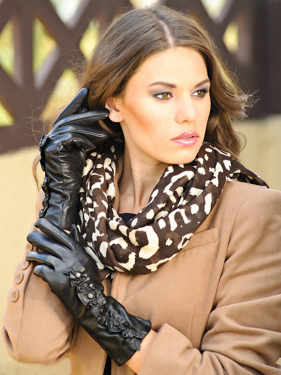 Кто такие девушки в кожаных перчатках